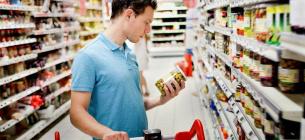 Експерти розповіли які продукти краще обходити стороною у маркеті.