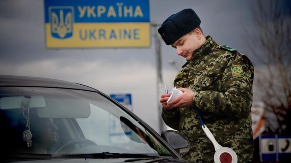Беженцы и дипломаты могут пересекать украинскую границу без результатов тестирования на коронавирус