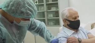 У столиці щеплення від COVID робитимуть людям похилого віку, Леонід Кравчук уже вакцинувався. Фото: скріншот