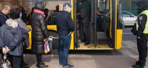 У Києві дозволили перевозити у громадському транспорті стоячих пасажирів