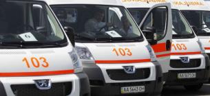 У Києві кілька десятків швидких годинами чекають під лікарнею
