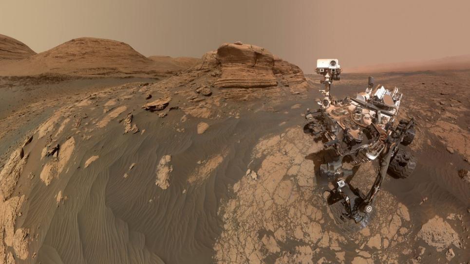 Новини з Марсу: марсоходу вдалося зробити селфі на тлі гори