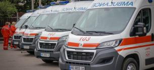 В Одесі швидкі годинами стоять у черзі під лікарнями