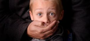Батьків, які викрадають у дружин і партнерок власних дітей, хочуть карати за законом