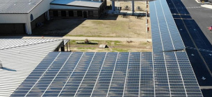 У США школа підвищила вчителям зарплату, заробивши на сонячній станції