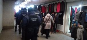 Роботу людей на непродовольчому базарі блокує поліція та Нацгвардія