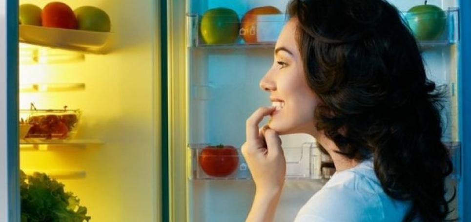 Как перестать наедаться на ночь: нутрициолог дала простой совет