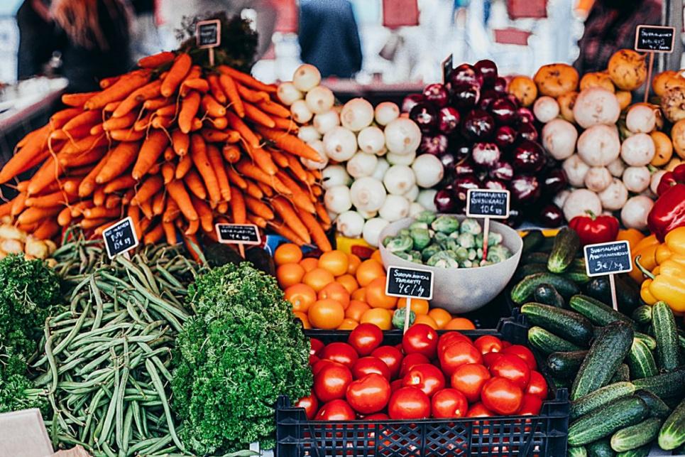 Лікар радить обирати найяскравіші натуральні продукти та їсти їх щодня