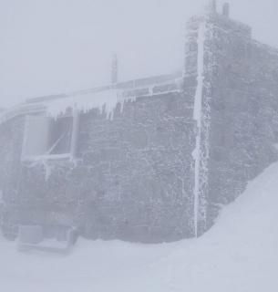 Ивано-Франковскую область среди весны замело снегом