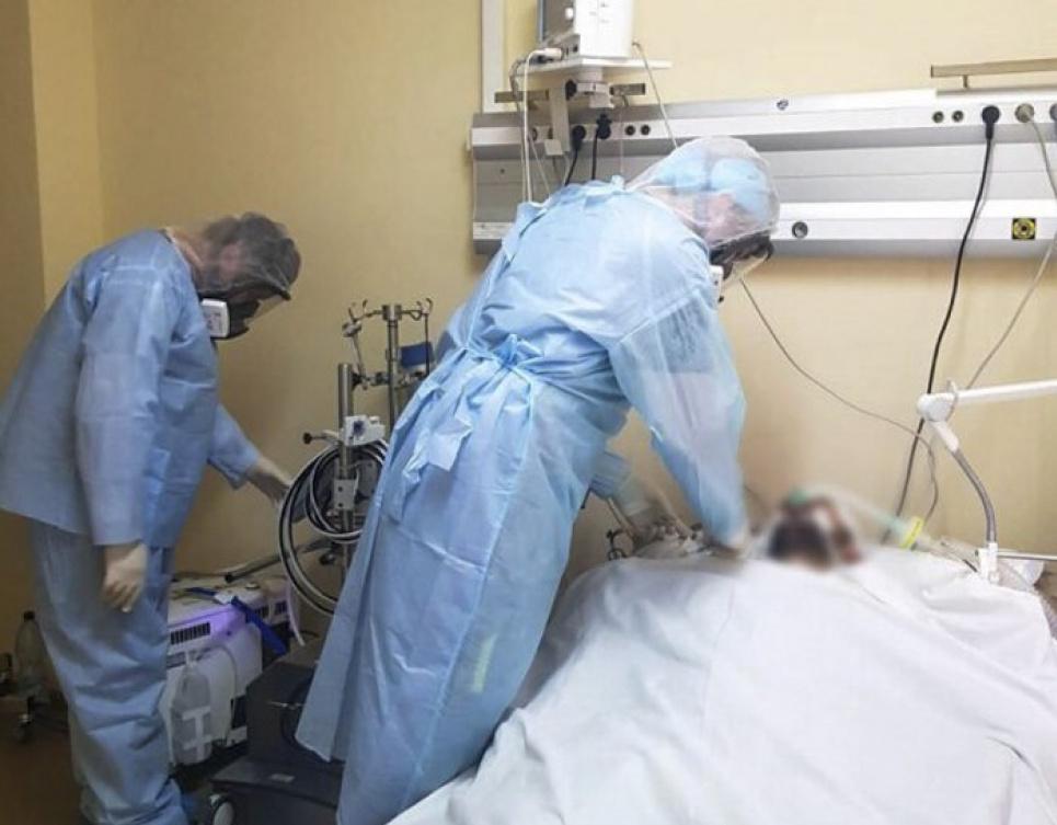 В Киеве в больнице женщину отказались перевезти в реанимацию и через несколько часов она умерла от COVID