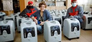 Волонтерка Леся Литвинова допомагає хворим на коронавірус кисневими концентраторами, які необхідні для підтримки життєвих функцій