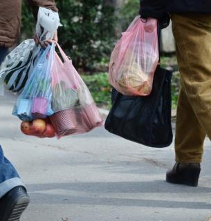 Пакет нужен? Когда появились полиэтиленовые сумки и почему 30 стран мира их запретили