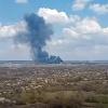 В Луганской области в Рубежном взорвался бензовоз ВСУ, горят дома и грузовики. Фото: скриншот