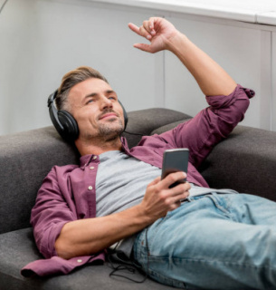 Вчені з'ясували, чому людям більше подобається музика їхньої юності