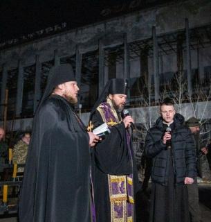 У Прип'яті провели церковну службу під час вшанування памяті тих, хто загинув від наслідків катастрофи на ЧАЕС. Фото: hromadske.ua