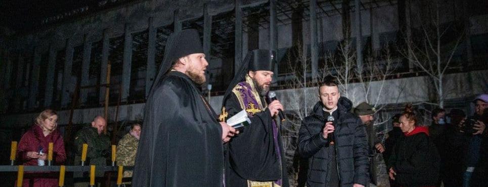 В Припяти провели церковную службу во время чествования памяти погибших от последствий катастрофы на ЧАЭС . Фото: hromadske.ua