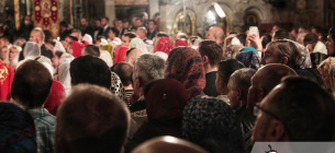 З масками і без масок: богослужіння у столичних храмах по-різному підійшли до крантинних обмежень. Фото: Вечірній Київ