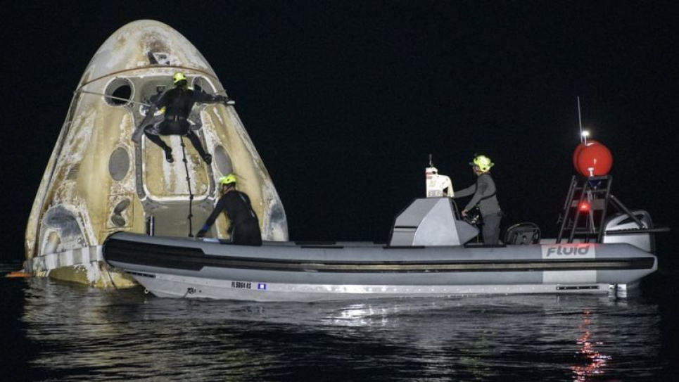 Астронавти NASA повернулися з космосу на судні SpaceX