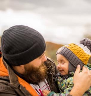 На дитмайданчиках побільшає татусів: відтепер чоловіки за законом можуть іти в декрет