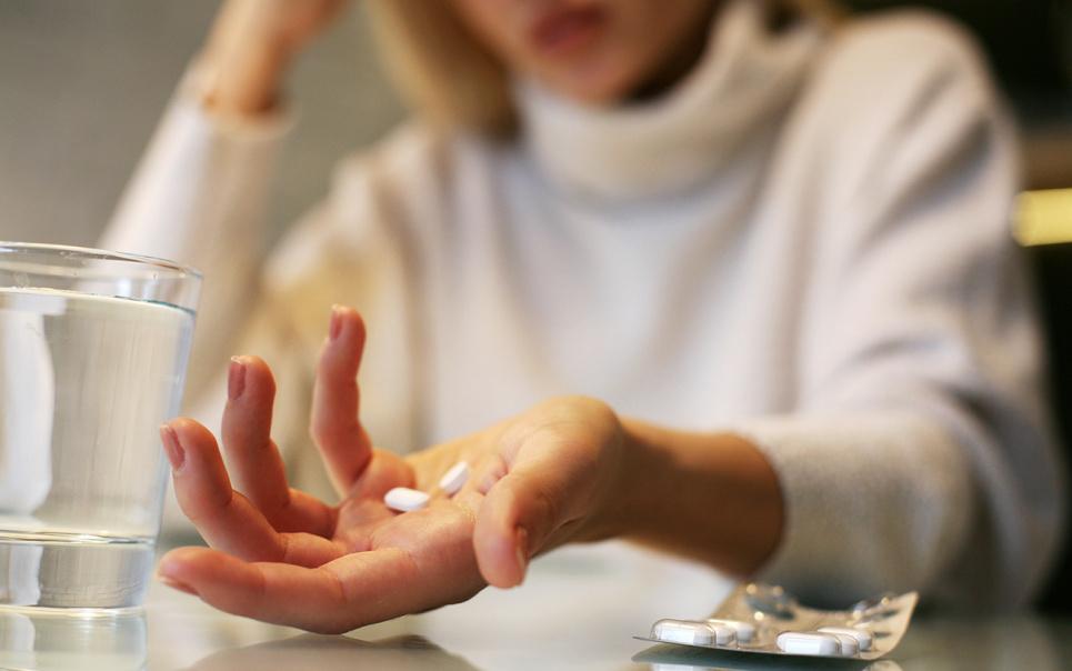 Не можна призначати парацетамол та ібупрофен профілактично після COVID-вакцинації — експертка