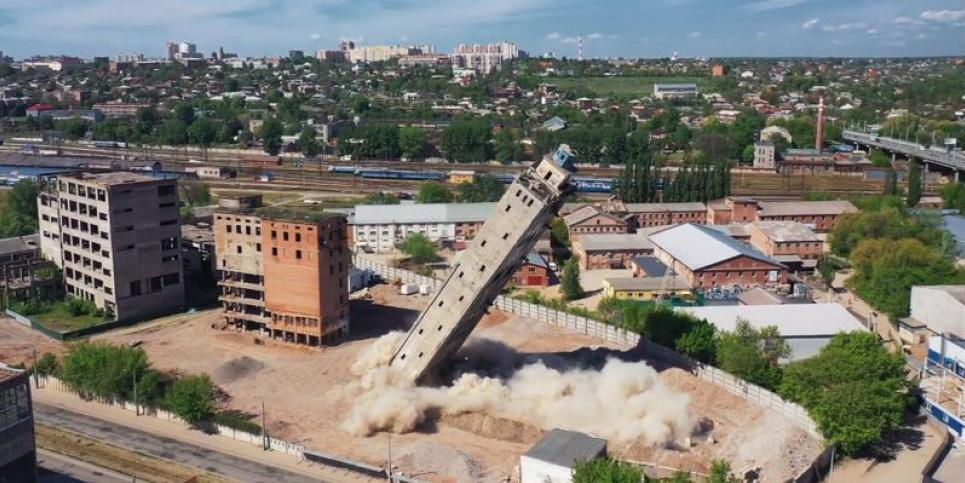 У Харкові стався вибух: у повітря злетіла стара будівля елеватора