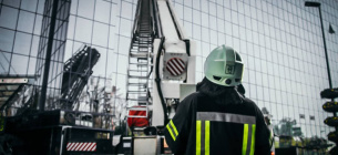 """В столице горело здание """"Эпицентра"""": 10 этаж, 45 пожарных (фото)"""