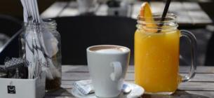 Що можна пити до, а що — після їжі?