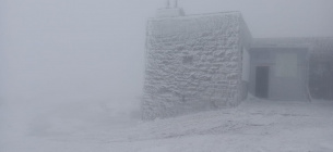 На горе поп Иван настоящая зима: метель и мороз