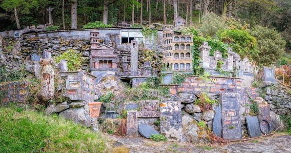 Фермер з Великобританії створив таємне село, в якому збудував Пізанську вежу, Колізей та міст Ріально (ФОТО)