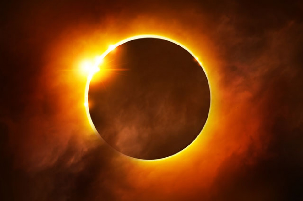 Тысячи людей в мире наблюдают за солнечным затмением: трансляция