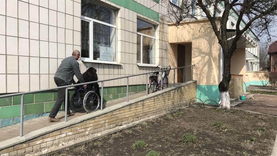 В Одесі трьох пацієнтів психіатричної лікарні виявили кинутими на кладовищі. Фото ілюстративне