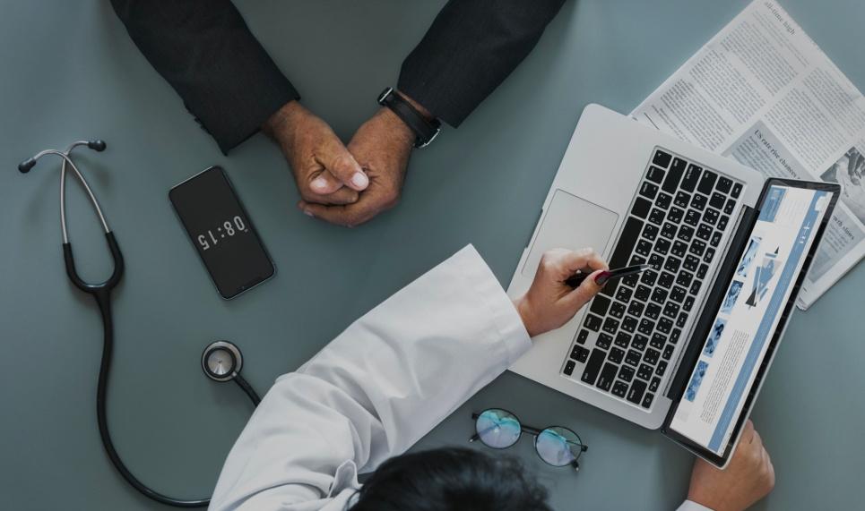 Від впровадження електронних лікарняних виграють лікарі приватної практики — експерт