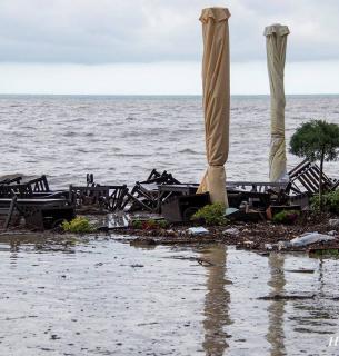 Багнюка і розруха: як виглядає набережна Ялти після стихії