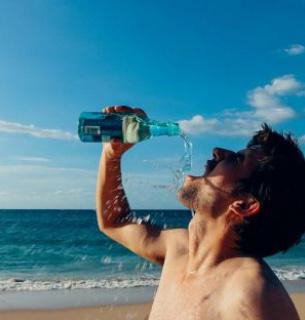 Два простих способи перевірити, чи достатньо ви п'єте води щодня