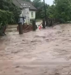 Негода наробила багато біди