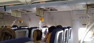 Люди пережили жах: у літаку рейсу Київ-Батумі сталася розгерметизація, маски не подавали кисень