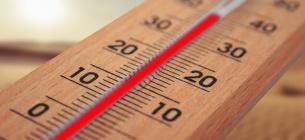 Коли термометр зашкалює: поради лікаря, як пережити аномальну спеку
