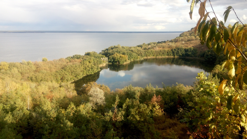 Дніпро в районі Канева ще виглядає привабливо. Але якщо побудують Канівську ГАЕС, ця краса зникне. Фото Олега Листопада