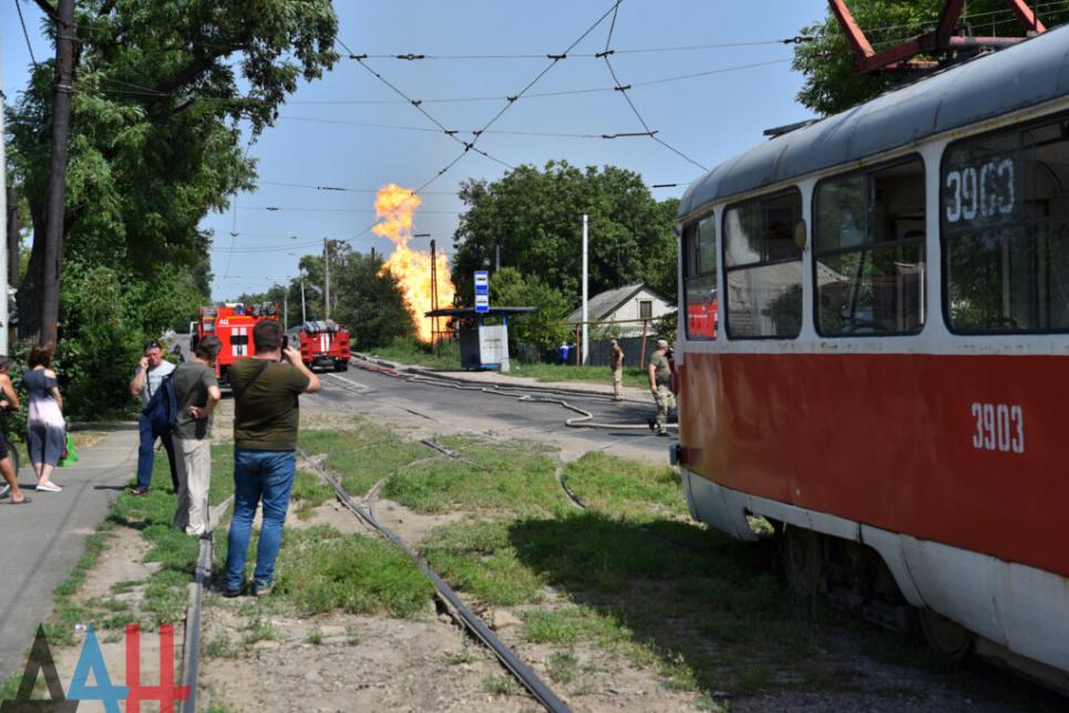 В Донецке прогремел взрыв на газопроводе, начался сильный пожар