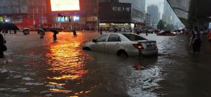Апокаліптичні відео з Китаю: після аномального дощу прорвала ще одна гребля