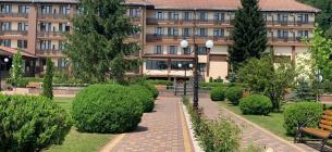 Цены на отдых в Поляне выше, чем в Эмиратах: здесь отдыхают состоятельные «айтишники» и руководство госкомпаний