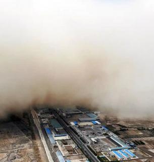 Апокаліпсис у Китаї: піщана буря і тайфун обрушилися слідом за повінню