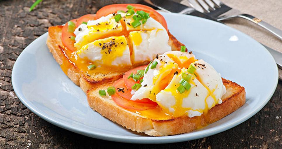 Споживання білка на сніданок, а не на вечерю, покращує силу м'язів. Особливо, після 65 років