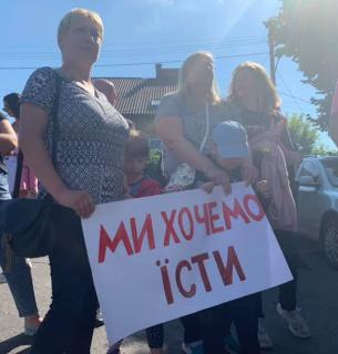 Жінки та діти гірників страйкують під стінами ДП «Львіввугілля»