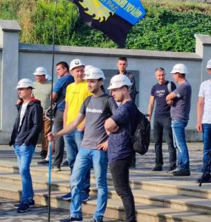 У Львові триває масштабний мітинг гірників: прийшли до ЛОДА