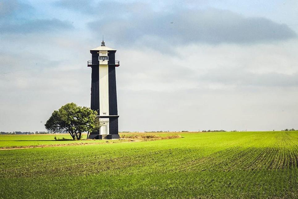 В Украине есть уникальный маяк, стоящий посреди степи