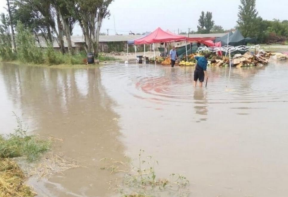 Жителей готовят к эвакуации: Керчь затопило ливнями за одну ночь