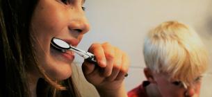 Пептидна зубна паста, яка сама усуває пошкодження емалі: що радить стоматолог