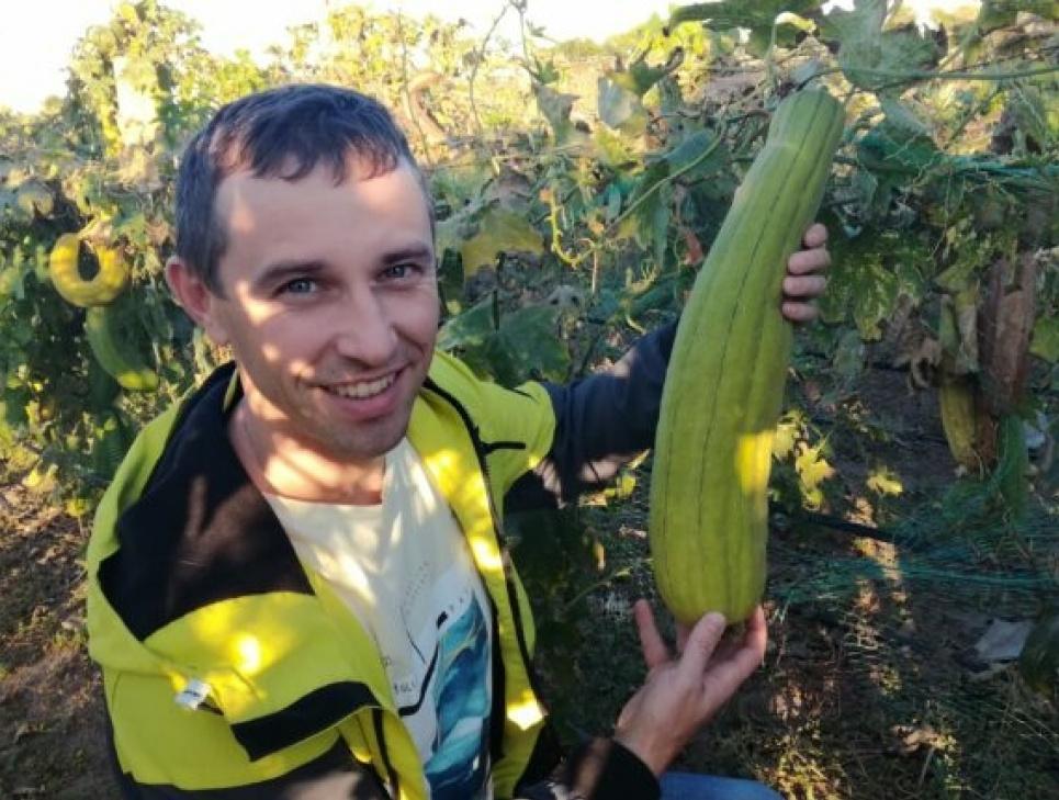Володимир Жданов із люфою. Фото з сайту SEEDS